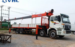 Xe cẩu tự hành 8 tấn gắn trên Thaco Auman C300B