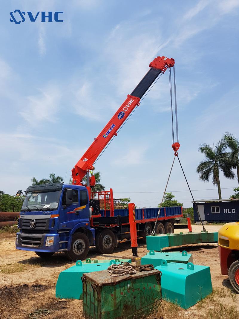 Xe tải gắn cẩu 15 tấn Thaco Auman