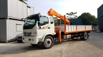 Xe tải gắn cẩu tự hành – Thiết bị không thể thiếu trong ngành xây dựng và sản xuất